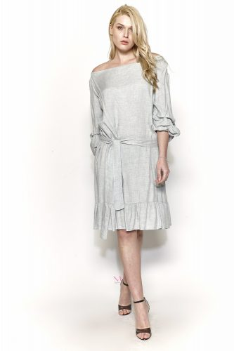 Κ18-20551 Γκρι Φόρεμα midi σε voile ύφασμα. Έχει ελαστική λαιμόκοψη που γίνετε Of-Shoulder