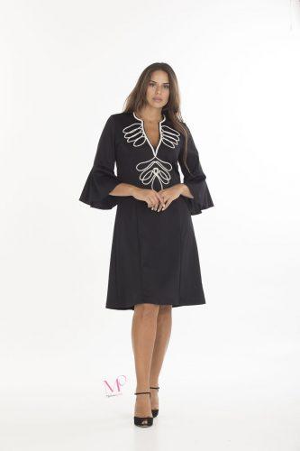 19-20627 Μαύρο/Εκρού Φόρεμα midi scuba crep με κόψιμο Μάο, V λαιμόκοψη με διακοσμητικό κορδόνι στο μπούστο και μανίκια 3/4 που καταλήγουν σε καμπάνα.
