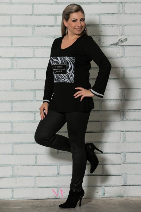 19-92619 Μαύρο Μπλούζα από ελαφρύ πλεκτό σε εβαζέ γραμμή με τύπωμα JUST DO IT