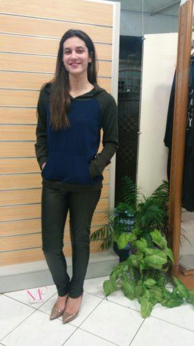 Μπλούζα κουκούλα πλεκτή δίχρωμη με τσέπες