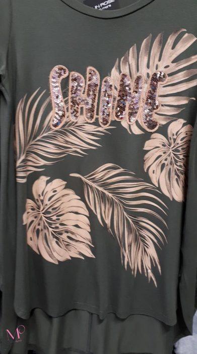 """Κ19-17223 Λαδί Μπλούζα βισκόζ με τύπωμα φτερά και διακοσμητικό μοτίφ από παγιέτες """"SHINE""""."""