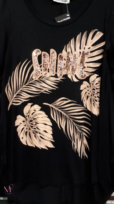 """Κ19-17223 Μαύρη Μπλούζα βισκόζ με τύπωμα φτερά και διακοσμητικό μοτίφ από παγιέτες """"SHINE""""."""