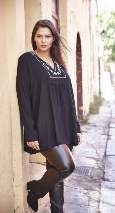 20-17320 Μπλούζα Μαύρη σε voile cotton ύφασμα με V-λαιμόκοψη