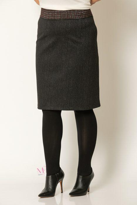 20-30520 Φούστα μαύρη κοντή στο γόνατο